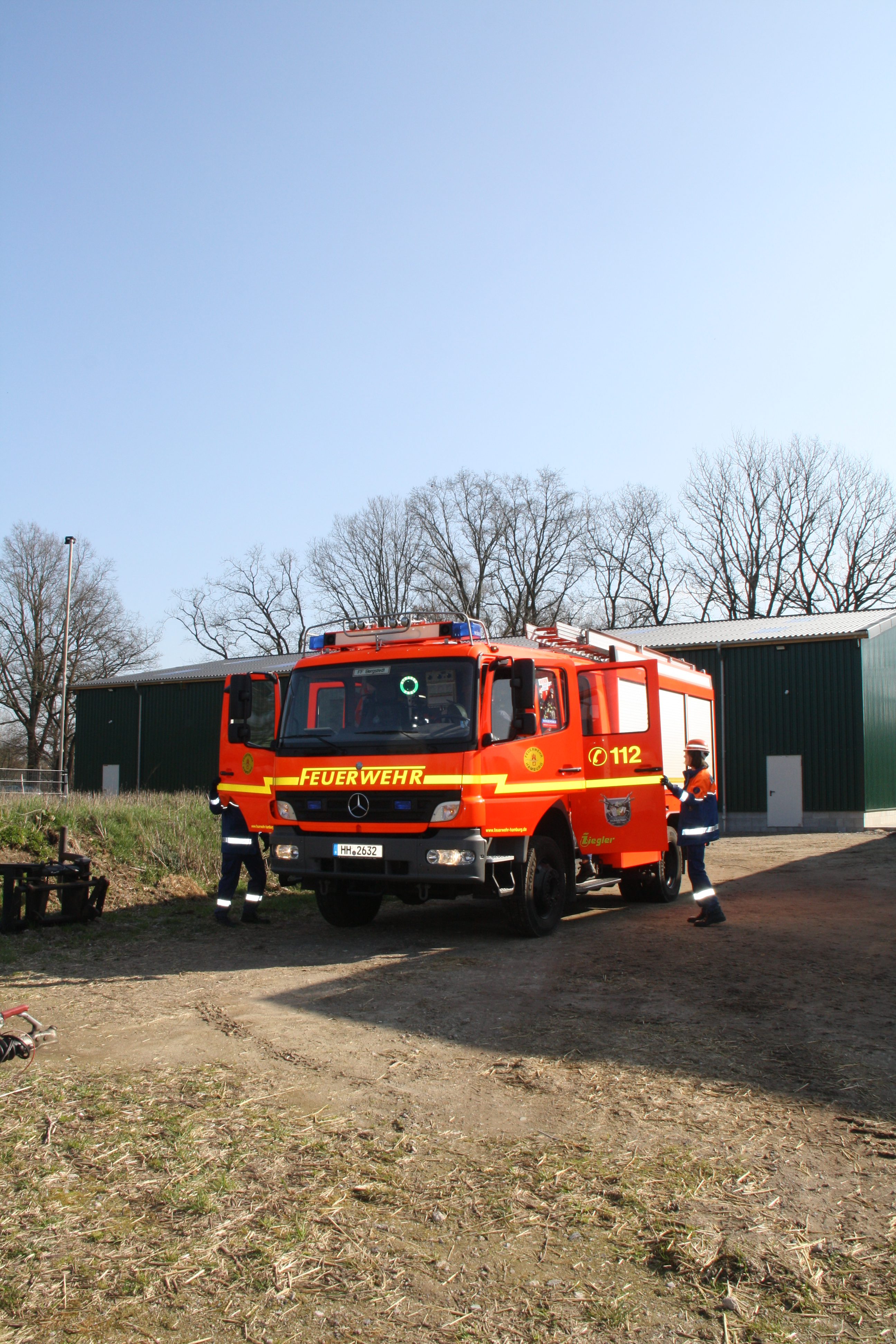 Die JF Bergstedt rückt zur Brandschutzübung an.