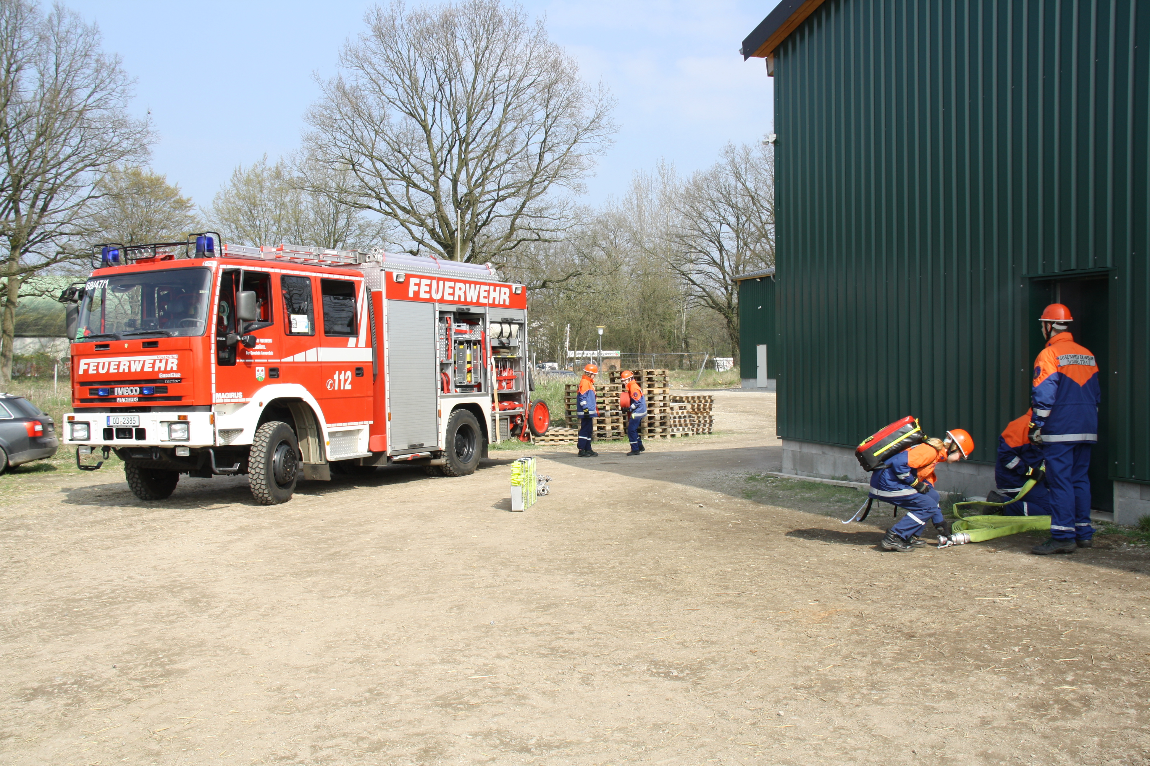 Die JF Hoisbüttel bei der Brandbekämpfung.