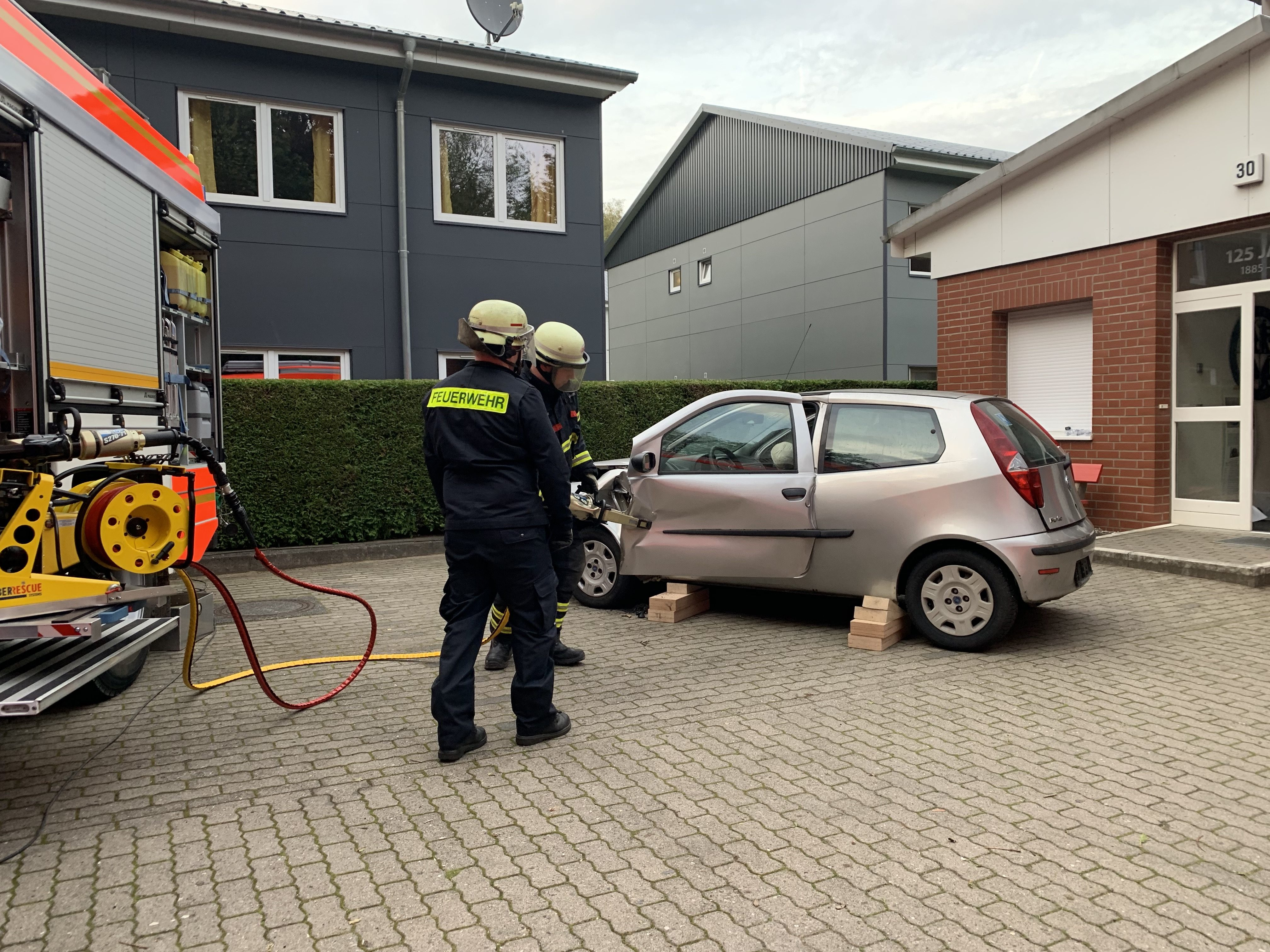 Die Fahrertür lässt sich nicht öffnen und muss entfernt werden